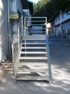 kovinske stopnice s podestom